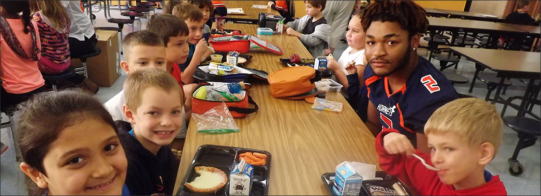 High School students join elementary students for lunch